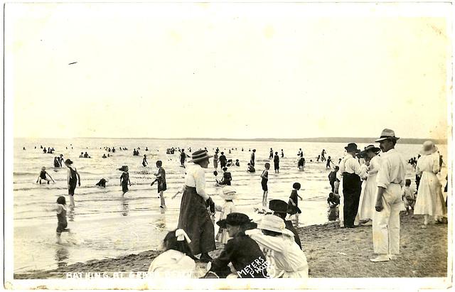 MN0943 GRAND BEACH - BATHING AT…