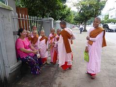 kleine Nonnen auf Ausflug