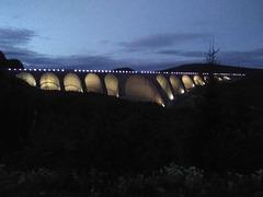Barrage à l'heure bleue / Blue hour dam