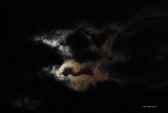Ostermond [1]  Wolken ...