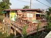 Terrasse de culte / Wooden house of spirits