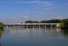 TGV sur la Saône