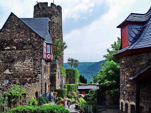 Burg Thurant bei Alken an der Mosel, Burghof