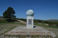 Крым, Ай-Петри, Геодезический знак (1196м или 561.5сж)