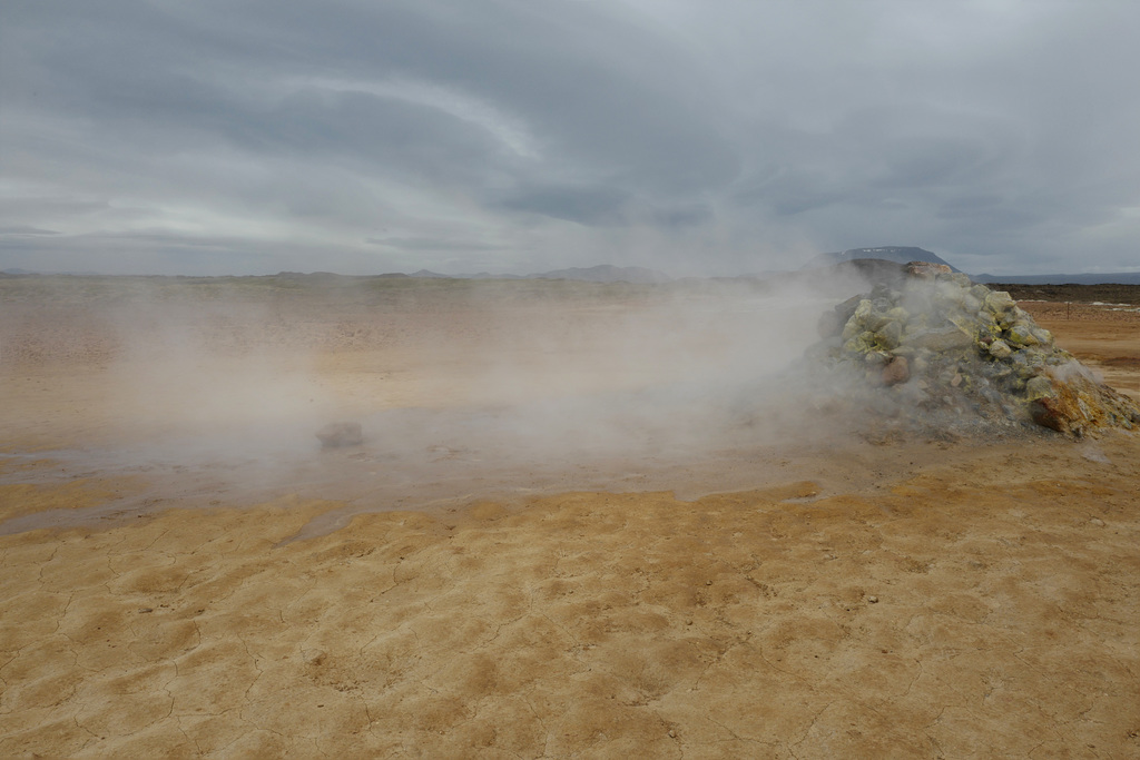 The Namafjall geothermal field, Crateras