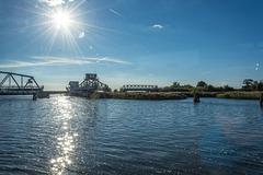 Auf dem Meiningenstrom an der geöffneten Meiningenbrücke