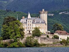 Château, vue depuis le lac d'Annecy