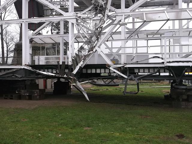Ein zerstörter Stahlträger im unteren Bereich der Fähre.