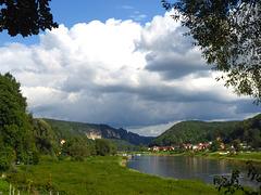 Elbtal bei Stadt Wehlen - Elbvalo ĉe urbeto Wehlen