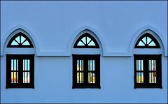 Mutrah - Oman : le finestre riflettono la città e il mare