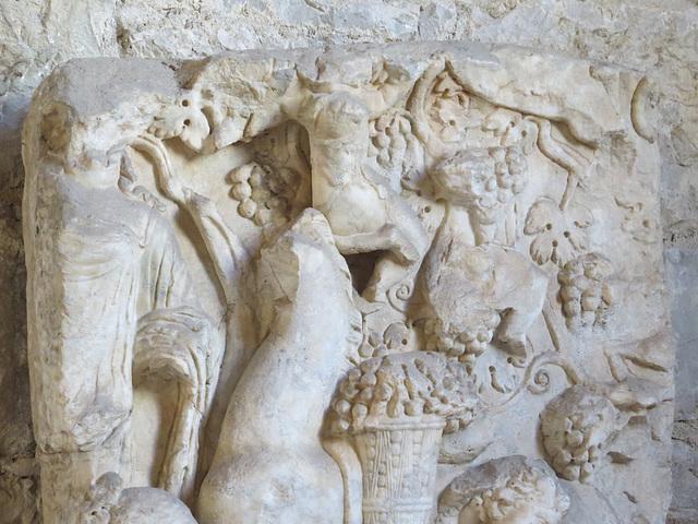 Musée archéologique de Split : sarcophage aux raisins.