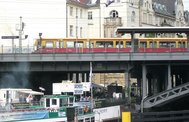 S-Bahn crossing the Spree