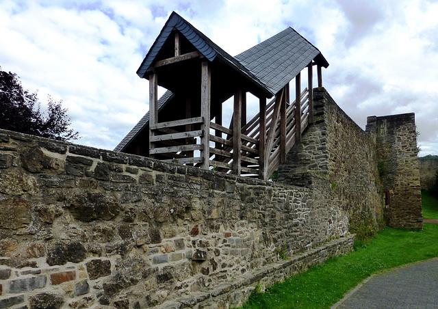 DE - Bad Münstereifel - Stadtmauer mit Wehrgang