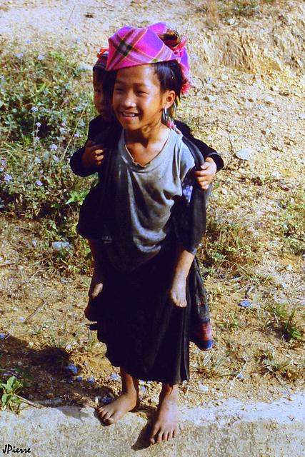 Jeune Hmong fleuri