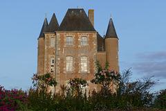 Donjon du château de Bellegarde.