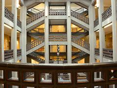 Treppenhaus in der Grundbuchhalle...