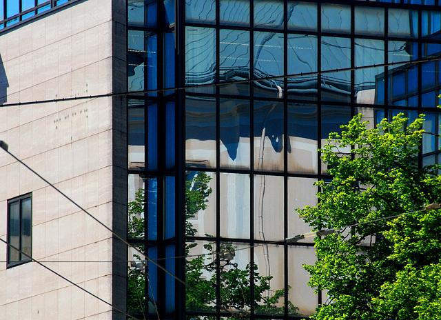 Bürohaus mit Spiegelscheiben