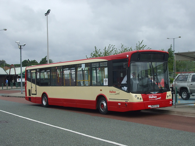 DSCF7791 Halton Borough Transport 31 (DA02 PUY) in Widnes - 16 Jun 2017