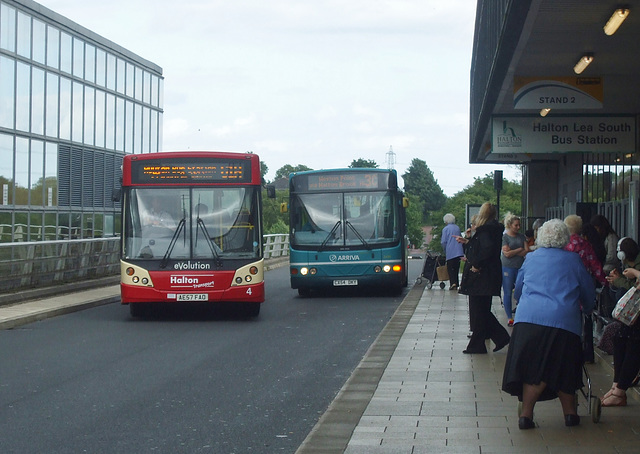 DSCF7749 Halton Borough Transport 4 (AE57 FAO) and Arriva 2499 (CX54 DKY) on the Runcorn Busway - 15 Jun 2017