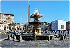 Vaticano : Piazza San Pietro, una delle due  fontane del Bernini , l'obelisc0 centrale, il colonnato del Bernini - la Basilica a sinistra (fuori campo)