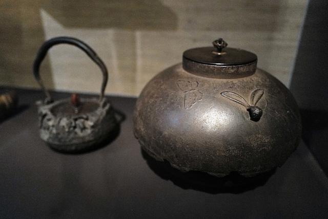 Japanese teapot and tea box