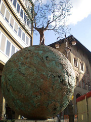 """""""The World is inside us"""" - sculpture by Andrea Roggi."""