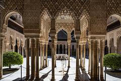 Paseo en solitario por el segundo monumento más visitado de España: la Alhambra.