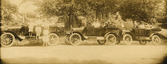 Cars and Families at Devil's Den, Gettysburg, Pa.