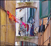 Oggetti appesi : panni stesi nel centro storico di Genova