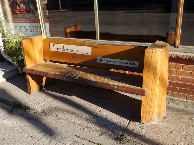 Banc soigné / Well treated bench