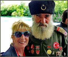 Alanya : al Park delle rapide la bionda con il militare turco - (forse un soldato  in pensione) - Manavgat waterfall