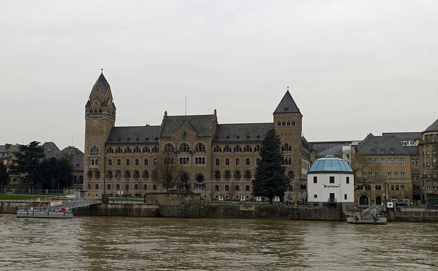 Ehemaliges  Preußisches Regierungsgebäude (Koblenz) mit dem Pegelhaus