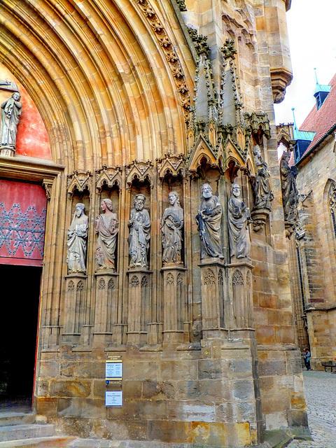 Erfurter Dom. Rechter Teil des Portales. ©UdoSm