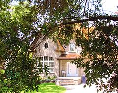 La Maison sous les branches...