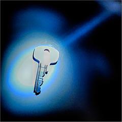Keyhole finder