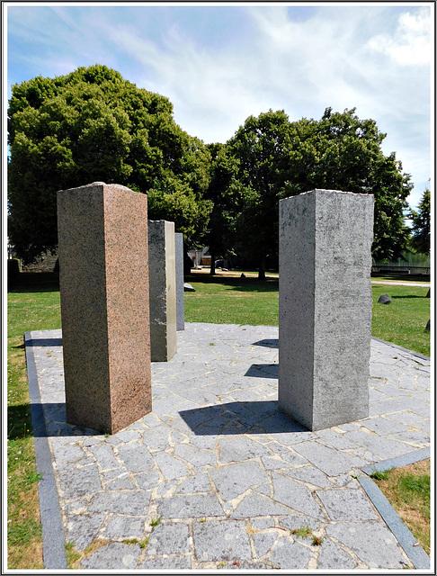 Au jardin de granit à Lanhélen