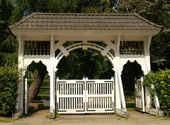 HFF:  Prunkpforte am Alten Friedhof in Finkenwerder.