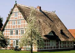 Fachwerk im  Alten Land: Obsthof in Hove/ Königreich