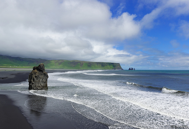 beim Kap Dyrhólaey, (fast) an der Südspitze von Island  (© Buelipix)