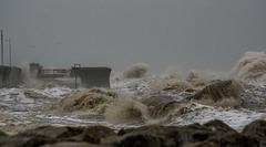Waves at new Brighton4