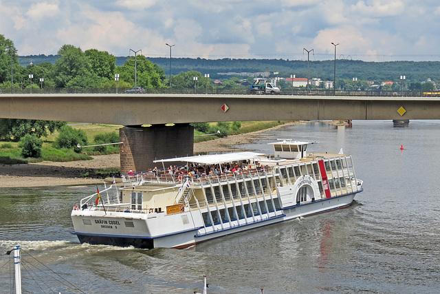 "Salonschiff ""Gräfin Cosel"" auf Fahrt Richtung Riesa"