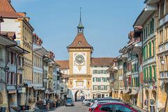 La petite bourgade médiévale de Morat ...