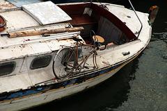 L'affaire du jour . Je vends ce bateau soigneusement entretenu . Le vélo c'est cadeau .