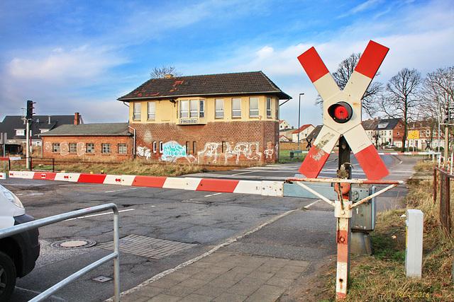 Grevesmühlen, Bahnübergang und Stellwerk