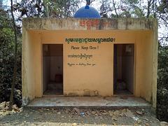 Buddhist cottages for short stay / Chalets mitoyens bouddhistes pour très courts séjours.