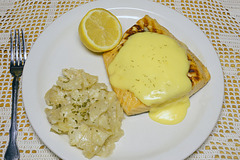 Grilled Salmon With Hollandaise Sauce