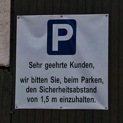 Coronaregel auf dem Parkplatz