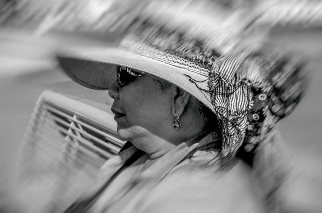 Vrouw op bank