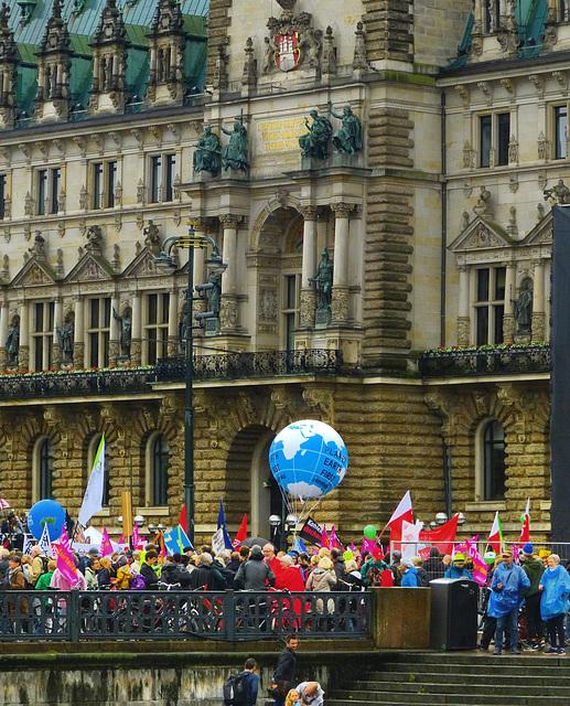 G20 Protest vor dem Hamburger Rathaus