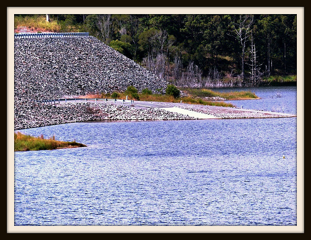 Hinze Dam before & after